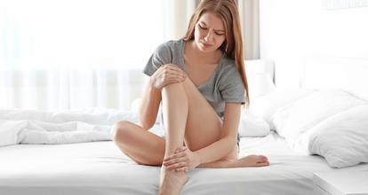 足が痛い女性